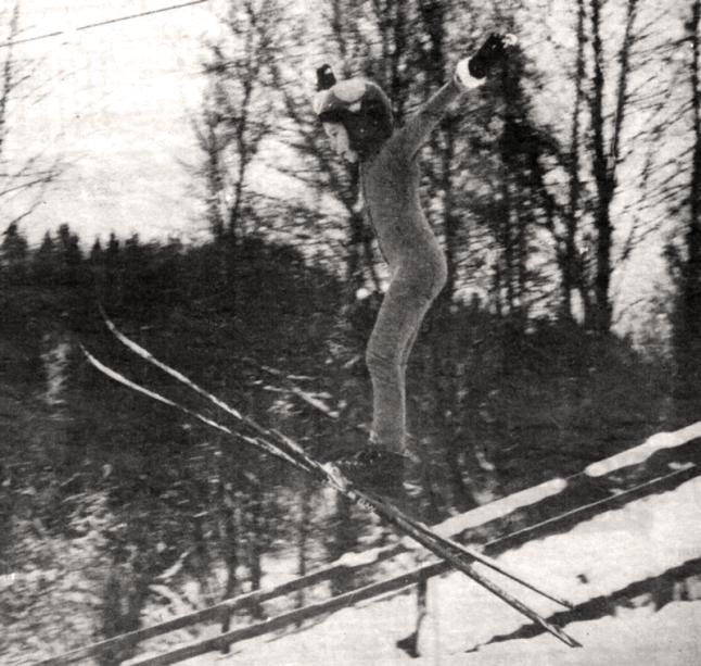 Bild på Camilla Larsson när hon som 9åring hoppar i Björbobackens 20m backe